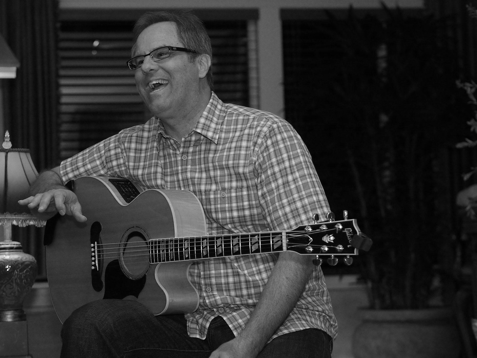 Russ Tapley: Acoustic Guitarist, Singer/Songwriter